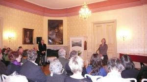 Reiner Kunze und die Moderatorin vom S. Fischer Verlag