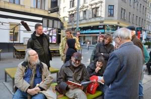 Am Brunnenmarkt vor dem Bücherschrank