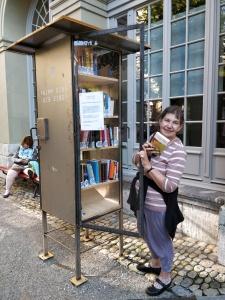 Bücherschrank im Generationenhaus in Bern